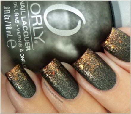 charcoal nails with gold tips