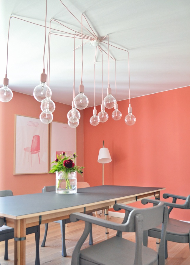 Color story coral gray vim vintage design life for Deco tendance salle a manger