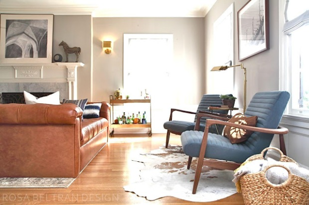 camel + navy living room by Rosa Beltran